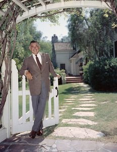 Clark Gable at his home in Encino, California1957© 1978 Sid Avery - Image 00025_0802