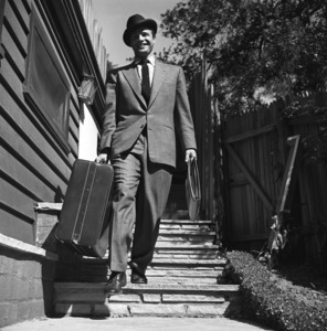 Marlon Brando leaving his Beverly Glen home in Los Angeles for New York 1953 © 1978 Sid Avery - Image 0007_0009