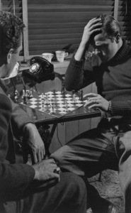 Marlon Brando Playing chess in his Beverly Glenn home in Los Angeles 1953 © 1978 Sid Avery MPTV - Image 0007_0046