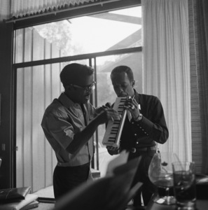 Sammy Davis Jr. at his Hollywood Hills home1960© 1978 Sid Avery - Image 0009_0215