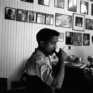 Sammy Davis Jr. at home1960 © 1978 Sid Avery - Image 0009_2272