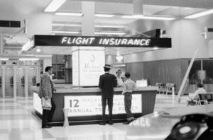 Frank Sinatra at the airport circa 1950s © 1978 Bernie Abramson - Image 0009_2372