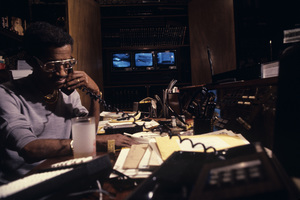 Sammy Davis Jr. at home in his media roomcirca late 1970s© 1978 Gunther - Image 0009_2379