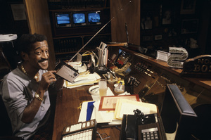 Sammy Davis Jr. at home in his media roomcirca late 1970s© 1978 Gunther - Image 0009_2381