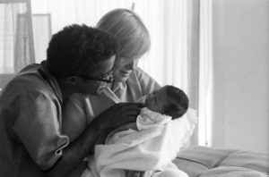 Sammy Davis Jr. with his wife, May Britt, and their daughter, Tracey Davis1961© 1978 Bernie Abramson - Image 0009_2503