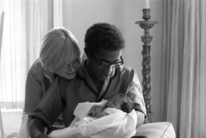 Sammy Davis Jr. with his wife, May Britt, and their daughter, Tracey Davis1961© 1978 Bernie Abramson - Image 0009_2504