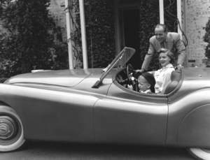 Humphrey Bogart, Lauren Bacall and their son, Stephen, in their Jaguar XK 120 at home in Los Angeles, CA 1952 © 1978 Sid Avery - Image 0015_0017