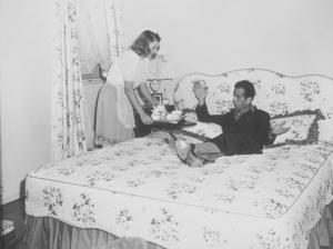 Humphrey bogart and his third wife, Mayo Methot, at home, circa 1944.MPTV - Image 0015_1040
