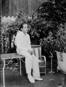 Humphrey Bogart at home, circa 1942 Warner Bros.MPTV - Image 0015_1066