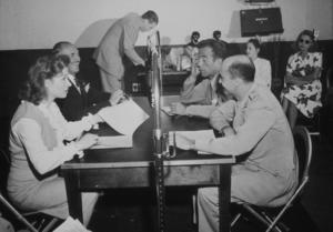 Humphrey Bogart, Greer Garson, Jack Warner, and Bogart