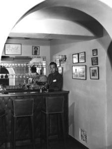 Humphrey Bogart at homecirca 1940 - Image 0015_1181