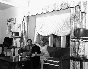 Humphrey Bogart at home with wife Mayo Methotcirca 1944 - Image 0015_1245