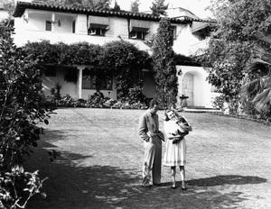 Humphrey Bogart at home with wife Mayo Methotcirca 1944 - Image 0015_1247