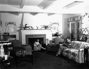 Humphrey Bogart at home with wife Mayo Methotcirca 1944 - Image 0015_1248
