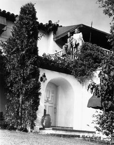Humphrey Bogart at home with wife Mayo Methotcirca 1944 - Image 0015_1258