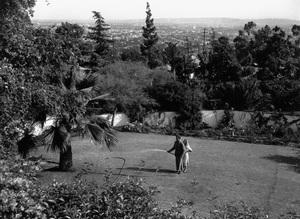 Humphrey Bogart at home with wife Mayo Methotcirca 1944 - Image 0015_1272