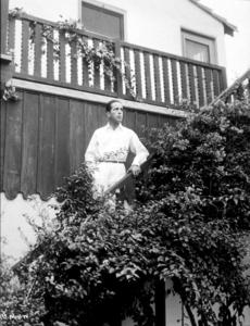 Humphrey Bogart at home, circa 1940.MPTV - Image 0015_1330