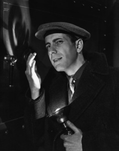 "Humphrey Bogart in ""The Amazing Dr. Clitterhouse"" 1938 ** I.V. - Image 0015_1463"