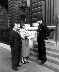 Alfred Hitchcock with Ingrid Bergman in Londoncirca 1949 - Image 0017_0034