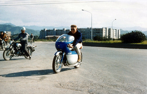 """Steve McQueen in Japan during the filming of""""The Sand Pebbles""""1966 © 1978 Ted AllanMPTV - Image 0019_0799"""