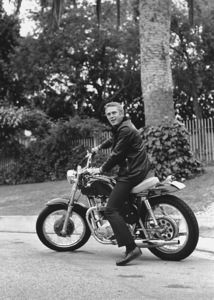 Steve McQueen on his Motorcyclecirca 1970 © 1978 Gunther - Image 0019_0846
