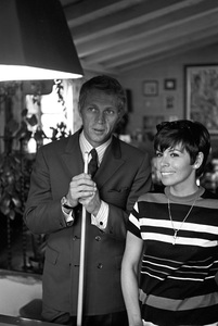 Steve McQueen and wife Neile Adams at home1970 © 1978 Gunther - Image 0019_0913