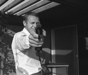 Steve McQueen at his Hollywood Hills home on Solar Drive 1960 © 1978 Sid Avery