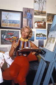 Dinah Shore at her Canon Drive home in Beverly Hills, CA1957 © 1978 Sid Avery - Image 0020_0108
