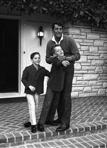 Dean Martin at his Brentwood, California home with sons Ricci and Dean Paul1961 © 1978 Sid Avery - Image 0022_0116