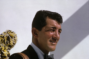 Dean Martin at home posing for an advertisement1961 © 1978 Sid Avery - Image 0022_1019
