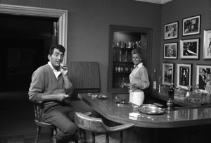 Dean Martin at his Brentwood, California home with his wife Jeanne1961 © 1978 Sid Avery - Image 0022_1478