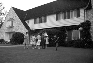 Dean Martin at his Brentwood, California home with wife Jeanne and their children Claudia, Gail, Deana, Gina, Dean Paul and Ricci1961 © 1978 Sid Avery - Image 0022_1480