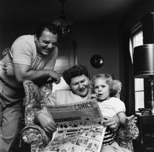 Ernest Borgnine at home with his wife Rhoda and daughter Nancy1955© 1978 Sid Avery - Image 0023_0002
