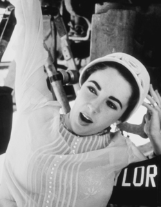 """Elizabeth Taylor during a break from """"Giant""""1955 © 1978 Sid AveryMPTV - Image 0024_0054"""