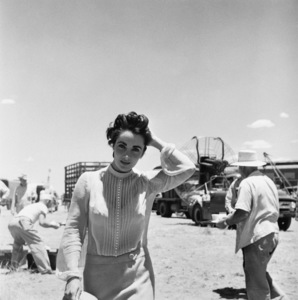 "Elizabeth Taylor on location for ""Giant"" in Marfa, Texas1955© 1978 Sid Avery - Image 0024_0111"