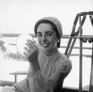 "Elizabeth Taylor on location for ""Giant"" in Marfa, Texas 1955 © 1978 Sid Avery - Image 0024_0123"