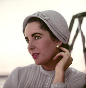 "Elizabeth Taylor on the Marfa, Texas set of ""Giant""1955© 1978 Sid Avery - Image 0024_0216"