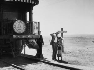 """Elizabeth Taylor and Rock Hudson on locationfor """"Giant""""1955 Warner Bros.MPTV - Image 0024_0447"""