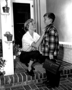 Doris DaySeeing son Terry off to school1950Photo by Bert Six - Image 0025_1008