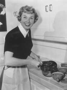 Doris DayCooking at home 1950Photo by Bert Six - Image 0025_1228