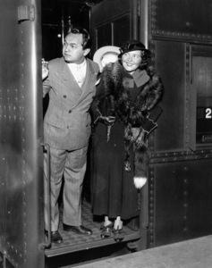 Edward G. Robinson w/Mrs. Robinsonarriving in NY City, 1932.**I.V. - Image 0029_0839