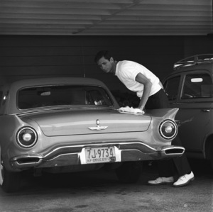 Anthony Perkins and his 1957 Ford Thunderbird1959© 1978 Sid Avery - Image 0032_0018