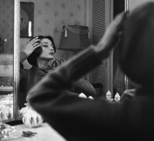 Audrey Hepburn at her dressing room mirror1957© 1978 Sid Avery - Image 0033_0010