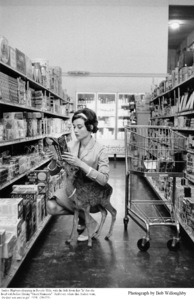 Audrey Hepburn shopping with pet Pippin in Beverly Hills, 1958. © 1978 Bob Willoughby. - Image 0033_2316