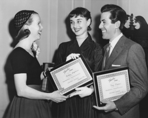 "Julie Harris, Audrey Hepburn, Tony Bavaarrecieving citations for the ""Most Promising New Broadway Stars""5/20/52**I.V. - Image 0033_2485"