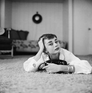 Audrey Hepburn1953© 2000 Mark Shaw - Image 0033_2601