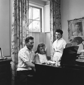 Danny Kaye with his daughter Dena and wife Sylvia at home in Beverly Hills, California1958 © 1978 Sid Avery - Image 0035_0006
