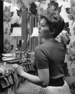 Kim Novak at home, 1955. © 1978 Sid Avery - Image 0036_0386