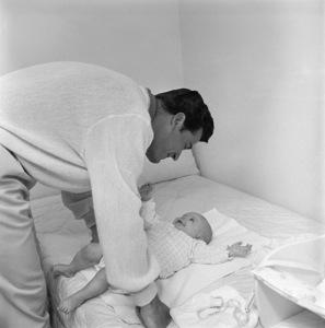 James Garner at home with daughter Gigi09-15-1958 © 1978 Sid Avery - Image 0037_0825