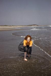 Gina Lollobrigida on the beach in Acapulco, Mexico1959 © 1978 Sid Avery - Image 0041_0461